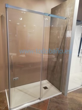 Detalle real de la mampara de ducha con fijo lateral