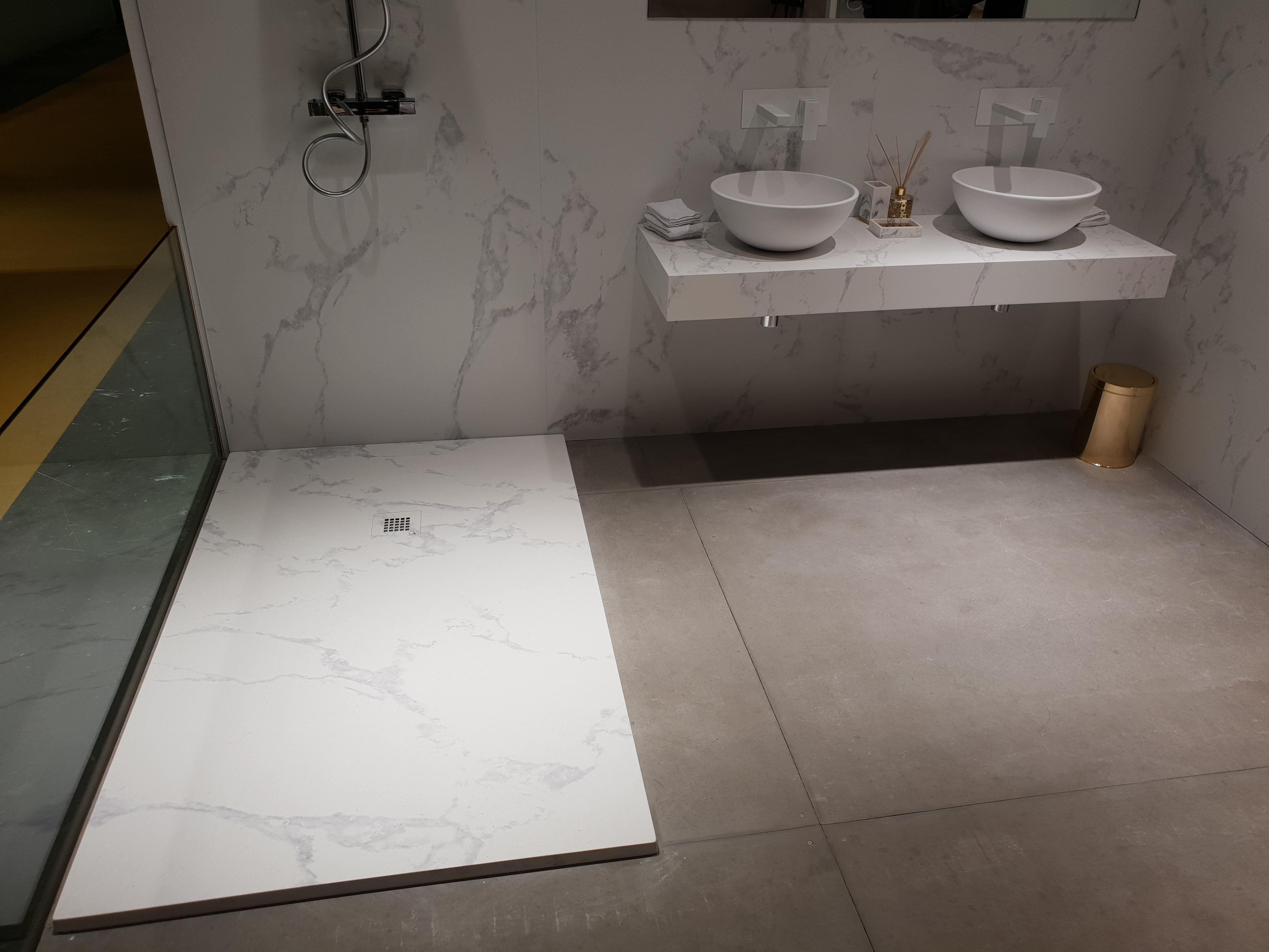 ambiente de baño personalizado en impresión digital imitación mármol